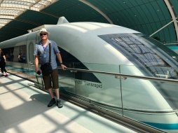 Mark in Shanghai - The Maglev train 430kph